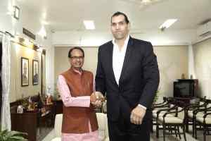 मुख्यमंत्री चौहान से विश्व चैम्पियन दि ग्रेट खली की सौजन्य भेंट