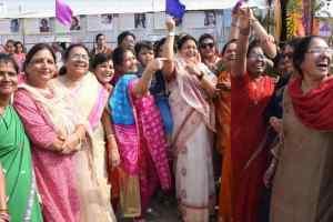 भाजपा महिला मोर्चा ने मकर संक्राति पर्व पर गिल्ली-डंडा, सितोलिया खेला, पतंगबाजी की व तिल गुड वितरण किया