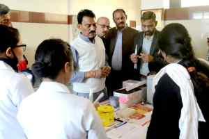लोक स्वास्थ एवं परिवार कल्याण मंत्री तुलसीराम सिलावट ने कोलार स्थित स्वास्थ केंन्द्र का निरीक्षण किया