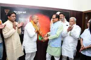 राहुल चौहान ने भाजपा की सदस्यता ग्रहण की चौहान एवं झा ने दिलाई पार्टी की सदस्यता