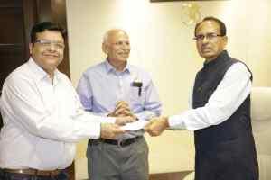 एचईजी कंपनी ने मुख्यमंत्री सहायता कोष में भेंट किये एक करोड