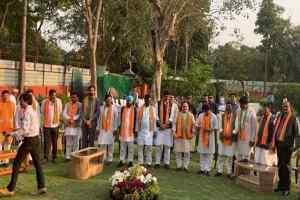 तो मध्यप्रदेश के संवैधानिक संकट के जबाबदार 22 पूर्व विधायकों और मंत्रियों के चुनाव लड़ने पर लगना चाहिए रोक