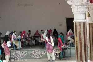 कोरोना के नाम पर परीक्षा केंद्र में छुआछूत और साम्प्रदायिकता