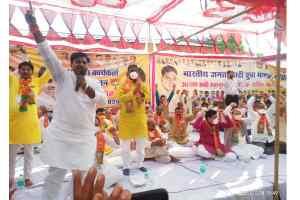 कमलनाथ तो कलकत्ता के हैं हमारे मुख्यमंत्री तो आपके संसदीय क्षेत्र के हैं : रामपाल सिंह