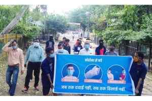 कोविड से सतर्क रहने रेलवे कॉलोनी में चलाया गया जागरूकता अभियान