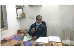 निलंबित खाद सुरक्षा अधिकारी का रौब नियम विरुद्ध ऑफिस की कुर्सी पर बैठकर दिनभर किया काम